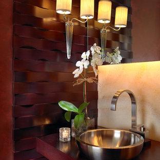 マイアミのコンテンポラリースタイルのおしゃれなトイレ・洗面所 (木製洗面台、赤い洗面カウンター) の写真