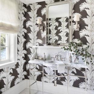 Foto di un bagno di servizio stile marino con pareti multicolore, pavimento in marmo, lavabo a consolle, top in marmo, pavimento multicolore e top multicolore
