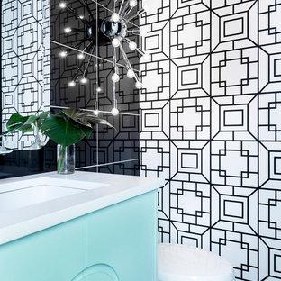 Immagine di un piccolo bagno di servizio minimalista con consolle stile comò, ante turchesi, piastrelle nere, piastrelle in gres porcellanato, pareti nere, pavimento in gres porcellanato, lavabo sottopiano, top in quarzite e pavimento grigio