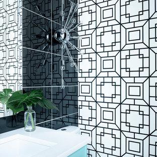 Пример оригинального дизайна: маленький туалет в стиле ретро с фасадами островного типа, бирюзовыми фасадами, черной плиткой, керамогранитной плиткой, черными стенами, полом из керамогранита, врезной раковиной, столешницей из кварцита и серым полом