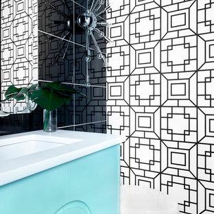 Foto di un piccolo bagno di servizio moderno con consolle stile comò, ante turchesi, piastrelle nere, piastrelle in gres porcellanato, pareti nere, pavimento in gres porcellanato, lavabo sottopiano, top in quarzite e pavimento grigio