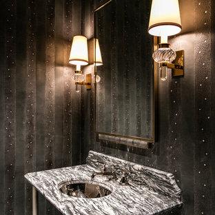 Ispirazione per un bagno di servizio chic con piastrelle nere, pareti nere, lavabo sospeso e top multicolore