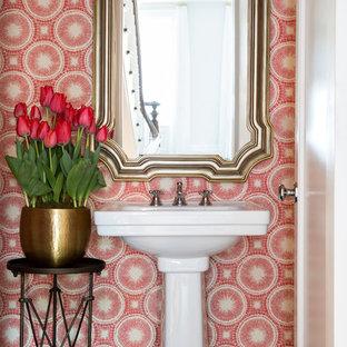 ニューヨークの中くらいのトランジショナルスタイルのおしゃれなトイレ・洗面所 (ペデスタルシンク、赤い壁、濃色無垢フローリング) の写真