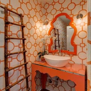 На фото: туалет в морском стиле с фасадами островного типа, оранжевыми фасадами, разноцветными стенами, темным паркетным полом, настольной раковиной, коричневым полом и оранжевой столешницей с