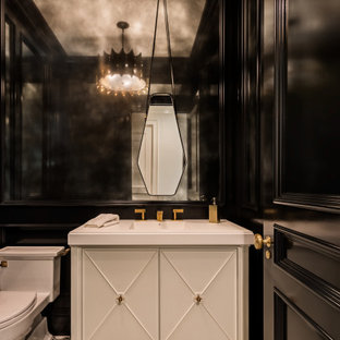 На фото: туалет среднего размера в стиле современная классика с фасадами островного типа, белыми фасадами, унитазом-моноблоком, черными стенами, полом из цементной плитки, монолитной раковиной, столешницей из искусственного кварца, разноцветным полом и белой столешницей с
