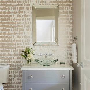 Esempio di un bagno di servizio chic con consolle stile comò, ante grigie, pareti multicolore, lavabo a bacinella e pavimento grigio