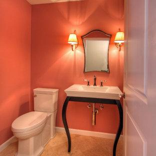 На фото: маленький туалет в стиле фьюжн с настольной раковиной, раздельным унитазом, розовыми стенами, мраморным полом и бежевым полом с