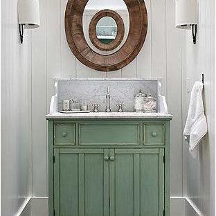 На фото: туалет среднего размера в стиле кантри с фасадами в стиле шейкер, зелеными фасадами, белыми стенами, мраморным полом, врезной раковиной, мраморной столешницей, черным полом и серой столешницей с