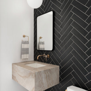 Idee per un bagno di servizio design con piastrelle nere, pareti bianche, parquet chiaro, lavabo sottopiano, pavimento beige, top beige e mobile bagno sospeso