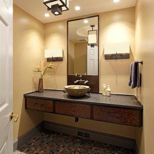 Свежая идея для дизайна: маленький туалет в стиле современная классика с плоскими фасадами, разноцветной плиткой, плиткой мозаикой, желтыми стенами, полом из мозаичной плитки, темными деревянными фасадами, серым полом, настольной раковиной и столешницей из талькохлорита - отличное фото интерьера