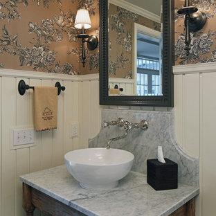Cette photo montre un WC et toilettes chic avec un plan de toilette en marbre, une vasque et un plan de toilette gris.