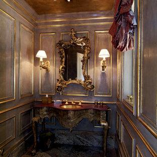 Стильный дизайн: туалет в викторианском стиле с врезной раковиной и фасадами островного типа - последний тренд