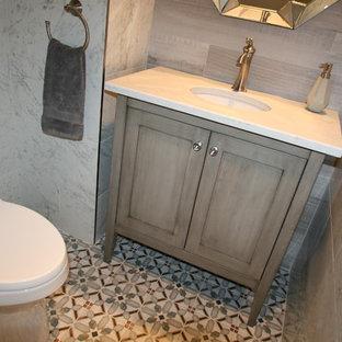 Idée de décoration pour un petit WC et toilettes méditerranéen avec des portes de placard grises, un WC à poser, un carrelage blanc, des carreaux de porcelaine, un mur blanc, un sol en carreaux de ciment, un lavabo encastré, un plan de toilette en quartz modifié, un sol multicolore, un placard en trompe-l'oeil, un plan de toilette blanc, meuble-lavabo sur pied et un plafond voûté.