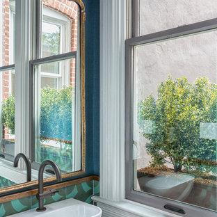 Ispirazione per un piccolo bagno di servizio eclettico con piastrelle blu, piastrelle verdi, piastrelle multicolore, pareti blu, lavabo sospeso e piastrelle di cemento