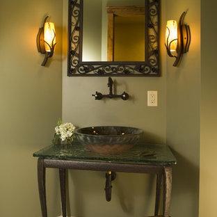 ミネアポリスのラスティックスタイルのおしゃれなトイレ・洗面所の写真