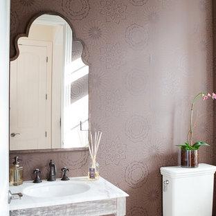 Idee per un bagno di servizio shabby-chic style con nessun'anta