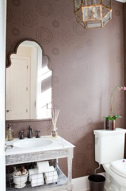 Shabby chic Powder Room by Jenny Baines, Jennifer Baines Interiors