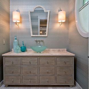 Klassische Gästetoilette mit Aufsatzwaschbecken und beiger Waschtischplatte in Washington, D.C.