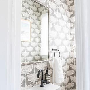 Идея дизайна: маленький туалет в стиле ретро с белой столешницей