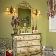traditional powder room by Maureen Fiori, AKBD, Allied Member ASID, CAPS