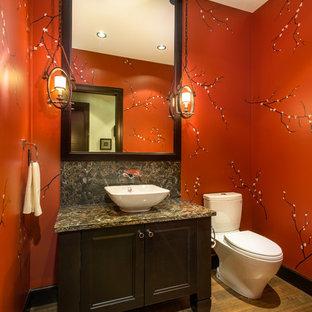 Стильный дизайн: туалет в стиле рустика с настольной раковиной, фасадами с утопленной филенкой, темными деревянными фасадами, столешницей из искусственного кварца, унитазом-моноблоком, красными стенами и паркетным полом среднего тона - последний тренд