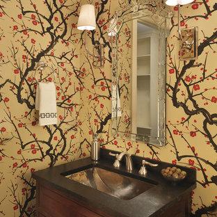 На фото: туалет в стиле фьюжн с врезной раковиной, фасадами с выступающей филенкой, темными деревянными фасадами и разноцветными стенами с