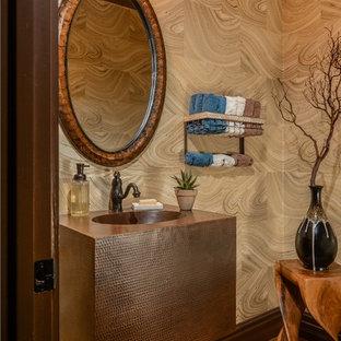 サンフランシスコの中くらいのトランジショナルスタイルのおしゃれなトイレ・洗面所 (ベージュの壁、磁器タイルの床、一体型シンク、銅の洗面台) の写真