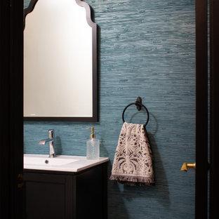 フィラデルフィアの小さいコンテンポラリースタイルのおしゃれなトイレ・洗面所 (黒いキャビネット、青い壁、セメントタイルの床、白い洗面カウンター、独立型洗面台、壁紙) の写真