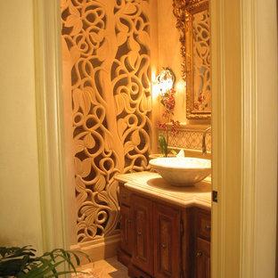 Idéer för att renovera ett mellanstort vintage toalett, med möbel-liknande, beige väggar, bänkskiva i travertin, travertin golv, ett fristående handfat och skåp i mellenmörkt trä