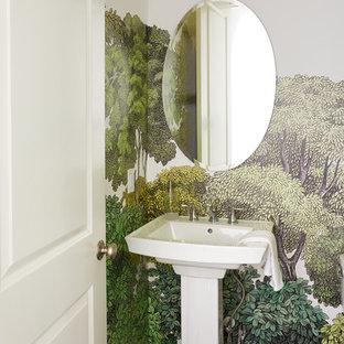 Пример оригинального дизайна интерьера: маленький туалет в стиле ретро с темным паркетным полом, раковиной с пьедесталом, коричневым полом и разноцветными стенами