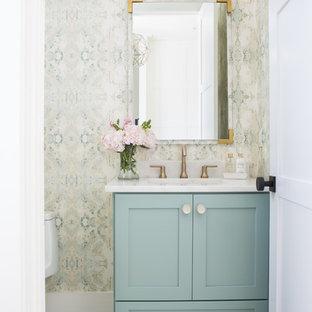 На фото: туалет в стиле современная классика с фасадами в стиле шейкер, зелеными фасадами, унитазом-моноблоком, мраморным полом, врезной раковиной, мраморной столешницей, белой столешницей, разноцветными стенами и серым полом с
