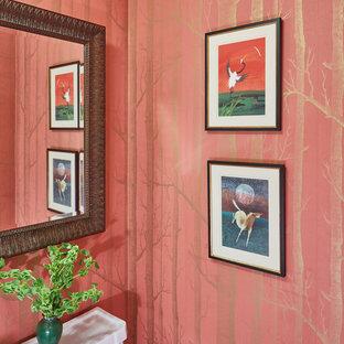 Imagen de aseo tradicional renovado, de tamaño medio, con sanitario de dos piezas y paredes rosas
