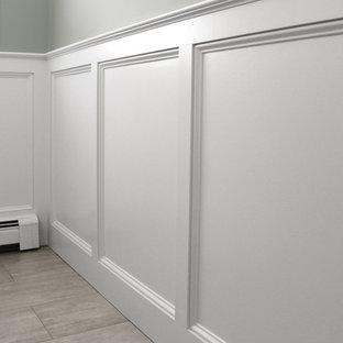 Cette image montre un WC et toilettes traditionnel de taille moyenne avec un placard à porte shaker, des portes de placards vertess, un WC séparé, un mur gris, un sol en carrelage de porcelaine, un lavabo encastré, un plan de toilette en quartz modifié et un sol gris.