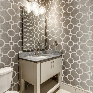 Cette image montre un WC et toilettes minimaliste de taille moyenne avec un placard à porte plane, des portes de placard beiges, un WC à poser, un sol en carrelage de céramique, un lavabo posé et un plan de toilette en granite.