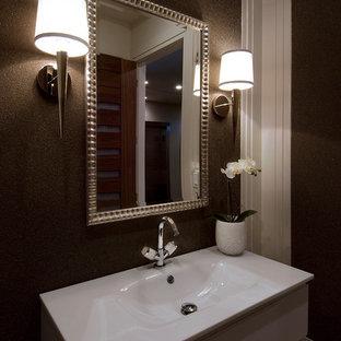 Идея дизайна: маленький туалет в стиле современная классика с монолитной раковиной, плоскими фасадами, стеклянной столешницей, унитазом-моноблоком, коричневыми стенами, полом из травертина и серыми фасадами