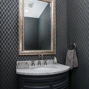 Неиссякаемый источник вдохновения для домашнего уюта: туалет среднего размера в классическом стиле