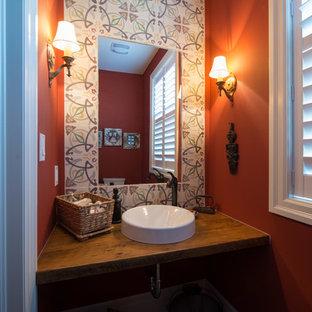 Immagine di un piccolo bagno di servizio bohémian con nessun'anta, piastrelle di cemento, pareti rosse, lavabo a bacinella e top in legno