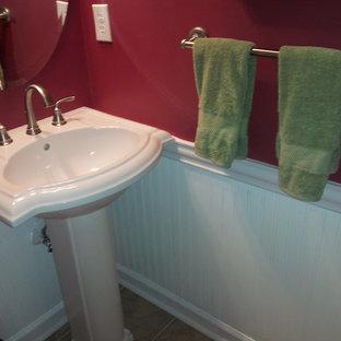 Esempio di un piccolo bagno di servizio chic con pavimento in gres porcellanato, pareti rosse, lavabo a colonna, WC a due pezzi e pavimento beige