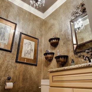 Пример оригинального дизайна: маленький туалет в классическом стиле с врезной раковиной, фасадами с выступающей филенкой, бежевыми фасадами, столешницей из гранита и раздельным унитазом