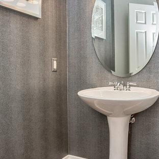 Foto de aseo contemporáneo, pequeño, con paredes grises, suelo de baldosas de cerámica y lavabo con pedestal
