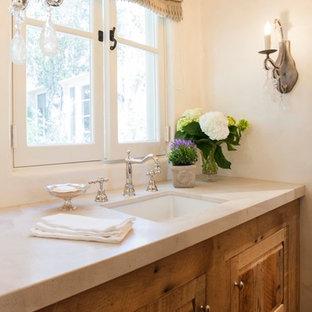 サンディエゴのトランジショナルスタイルのおしゃれなトイレ・洗面所 (家具調キャビネット、テラコッタタイル、白い壁、テラコッタタイルの床、アンダーカウンター洗面器、ベージュのタイル) の写真