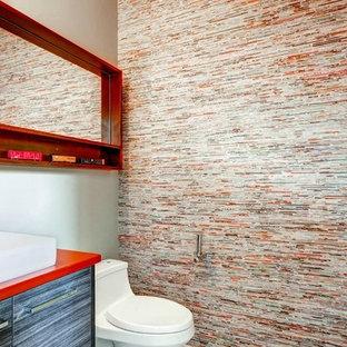На фото: туалет в современном стиле с красной столешницей с