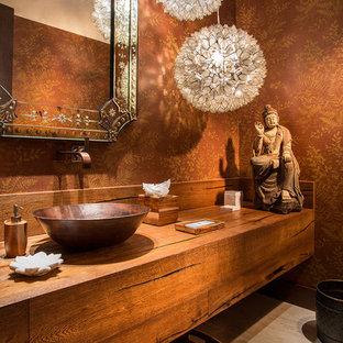 Foto de aseo de estilo zen con encimera de madera, paredes marrones y encimeras marrones