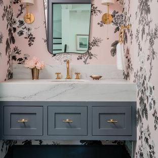 Idées déco pour un WC et toilettes classique de taille moyenne avec des portes de placard en bois clair, un carrelage blanc, un sol en marbre, un lavabo encastré, un plan de toilette blanc, meuble-lavabo sur pied et du papier peint.