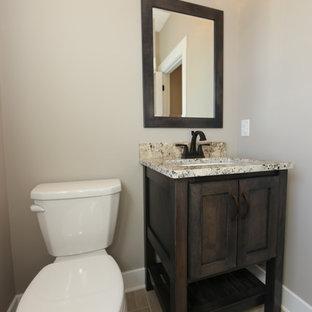Свежая идея для дизайна: маленький туалет в стиле современная классика с фасадами в стиле шейкер, темными деревянными фасадами, раздельным унитазом, серыми стенами, полом из винила, врезной раковиной и столешницей из гранита - отличное фото интерьера