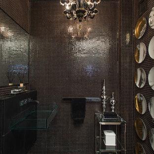 Стильный дизайн: маленький туалет в современном стиле с стеклянной столешницей, черной плиткой, плиткой мозаикой, подвесной раковиной и полом из мозаичной плитки - последний тренд