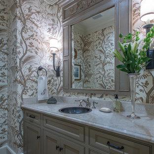 Idéer för ett eklektiskt toalett, med beige skåp, ett integrerad handfat, marmorbänkskiva och tegelgolv