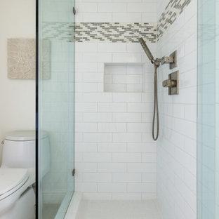 На фото: маленький туалет в стиле современная классика с фасадами с филенкой типа жалюзи, белыми фасадами, унитазом-моноблоком, белой плиткой, плиткой мозаикой, бежевыми стенами, полом из керамогранита, настольной раковиной, стеклянной столешницей, бежевым полом, синей столешницей и напольной тумбой с
