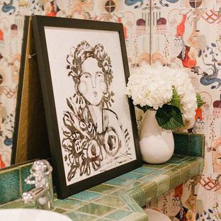 オースティンの小さいエクレクティックスタイルのおしゃれなトイレ・洗面所 (タイルの洗面台、ターコイズの洗面カウンター) の写真