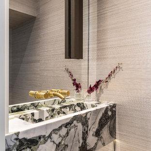Неиссякаемый источник вдохновения для домашнего уюта: маленький туалет в стиле модернизм с зелеными фасадами, инсталляцией, серыми стенами, светлым паркетным полом, подвесной раковиной, мраморной столешницей и серым полом